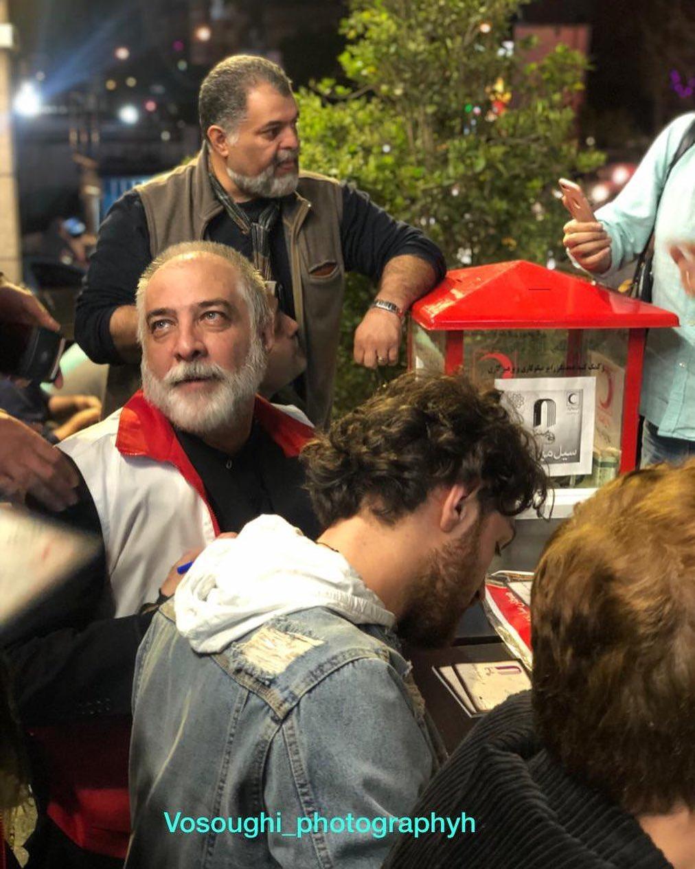 «ایرج نوذری» در حال جمعآوری کمک برای سیلزدگان +عکس