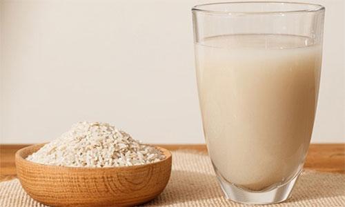 هفت خاصیت آب برنج برای زیبایی پوست و مو