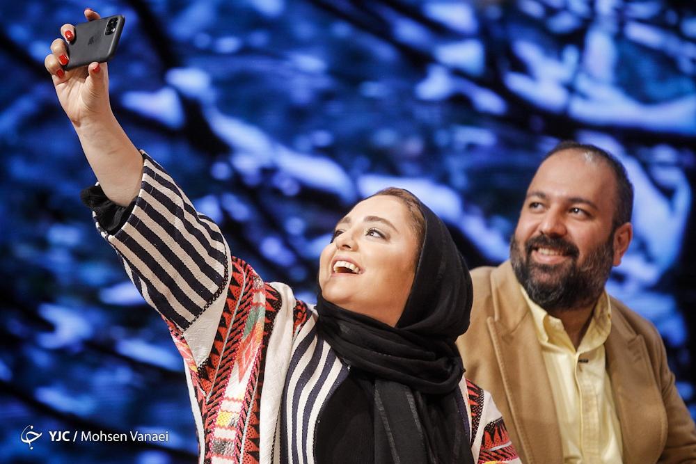 علی اوجی و نرگس محمدی در پشت صحنه برنامه زنده+عکس