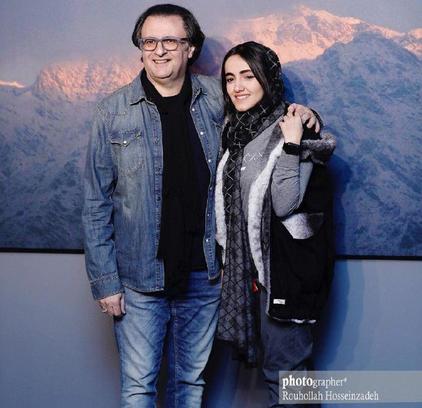 علی دهکردی و دخترش در یک نمایشگاه + عکس