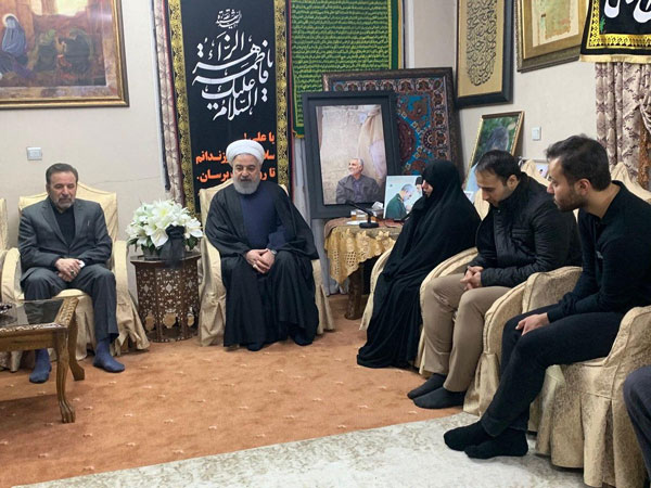 حضور روحانی در منزل شهید سپهبد سلیمانی +عکس