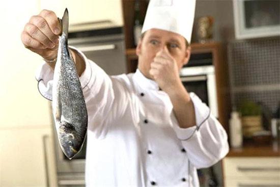 از بین بردن بوی ماهی با چند روش ساده
