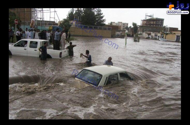 ماشین غرق شده در سیل سیستان و بلوچستان +عکس