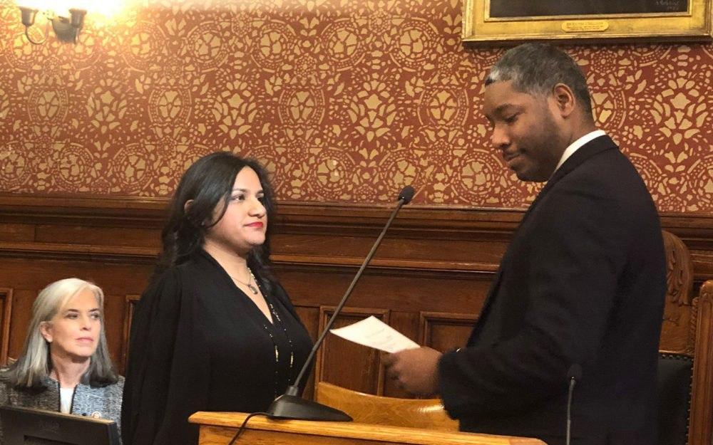 در همین حین، برای اولینبار یک زن مسلمان شهردار «کمبریج» شد.