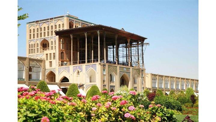 به کدام شهر سفر کنیم، شیراز یا اصفهان؟