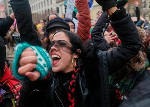 از شیوع ویروس ناشناخته در چین تا تظاهرات زنان علیه ترامپ