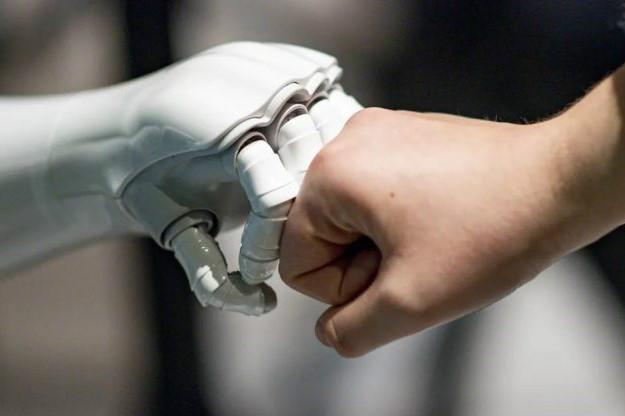 شمشیر دولبه؛ هویت نسل آینده در گرو تکنولوژی
