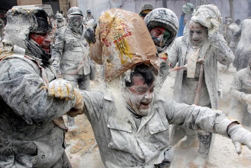 از جشنواره نبرد آرد و تخم مرغ تا حمله به خانه خاخام نیویورکی