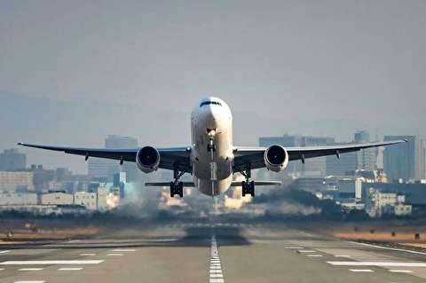 فراز و فرود شگفت انگیز همزمان دو هواپیما از روی یک باند