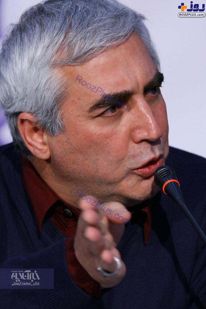 چهره عصبانی ابراهیم حاتمی کیا در یک نشست خبری
