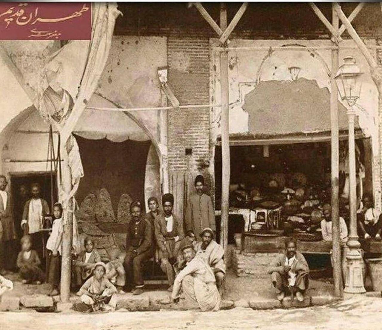 تصویری از یک نانوایی سنگکی در تهران سال ۱۲۸۷