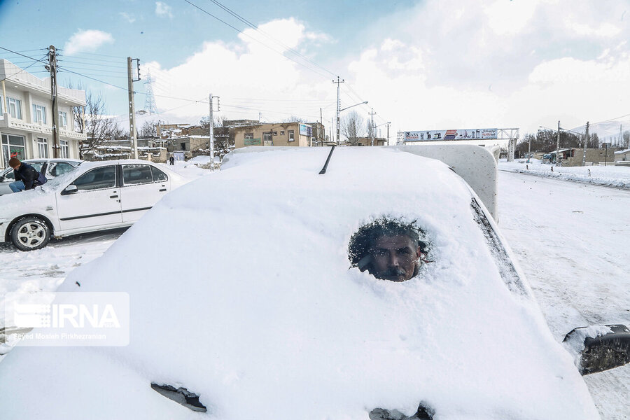 خلاقیت یک راننده خسته در برف +عکس