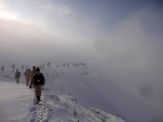 مجاهدت سربازان وطن در برف و بوران + عکس