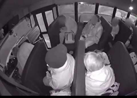 لحظه وحشتناک چپ کردن اتوبوس مدرسه در اوهایو