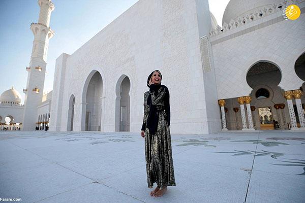 ایوانکا ترامپ با حجاب و پای برهنه در مسجد شیخ زاید