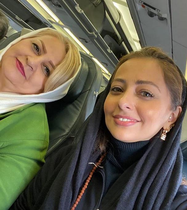 نفیسه روشن و مادرش در هواپیما+عکس