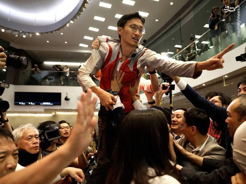 زد و خورد در مجلس قانون گذاری هنگ کنگ+عکس
