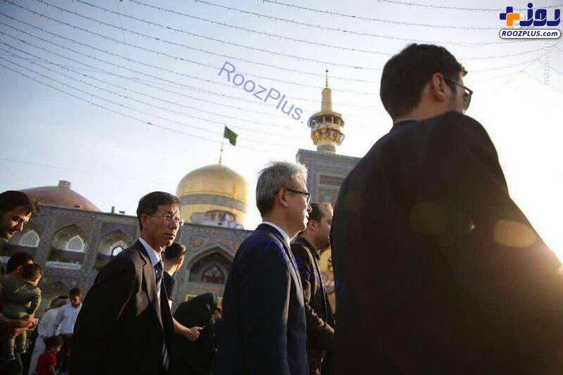 حضور سفیر کره جنوبی در حرم رضوی +عکس