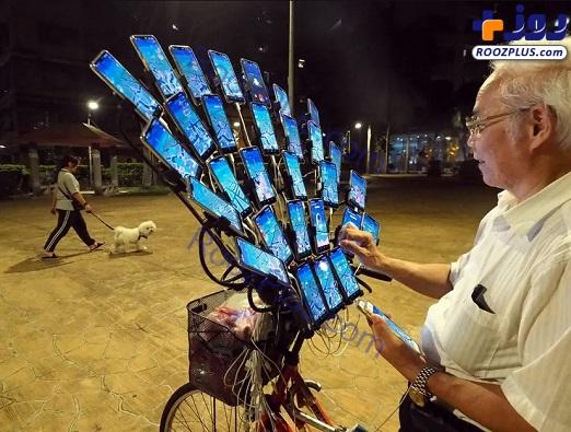 پیرمرد 70 ساله معتاد به بازی رایانهای+ عکس