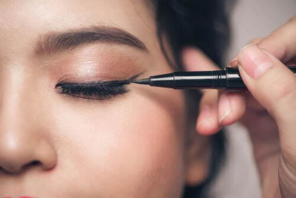 ۵ اشتباه آرایشی برای کسانی که چشمان کوچک دارند