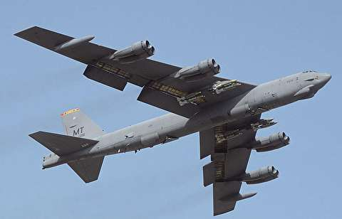 لحظه سقوط بمب افکن B52 آمریکایی