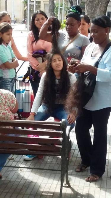 فروش مو، ترفند زنان ونزوئلایی برای گذران زندگی +عکس