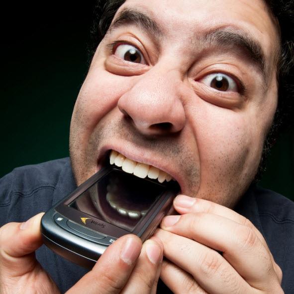اگر یک گوشی موبایل را ببلعید، چه بلایی به سرتان میآید؟! موردی که به تازگی واقعا رخ داده
