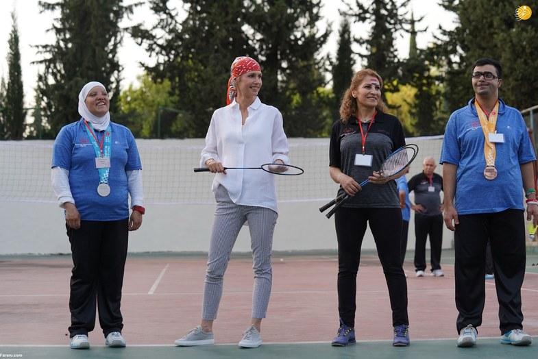 تیپ متفاوت اسما اسد در دیدار با معلولان ذهنی +عکس