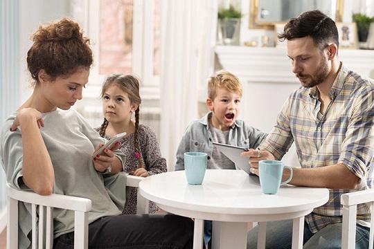 فرزندانی که از پدر و مادر خود تنفر دارند بخوانند