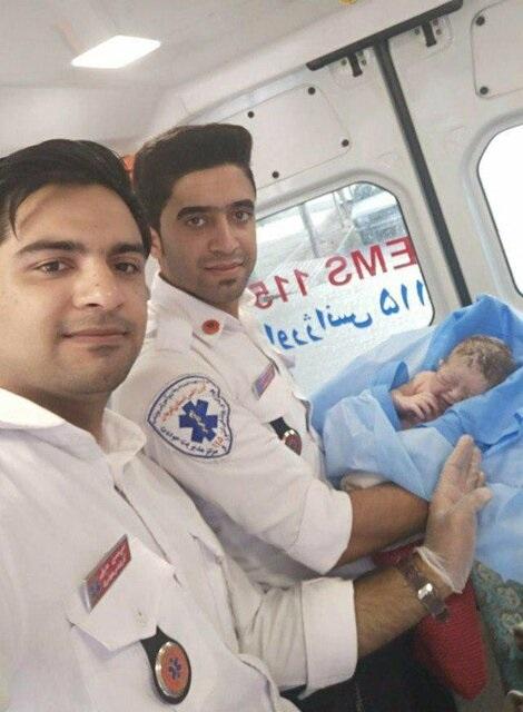 تولد نوزاد عجول قبل از رسیدن به بیمارستان+عکس