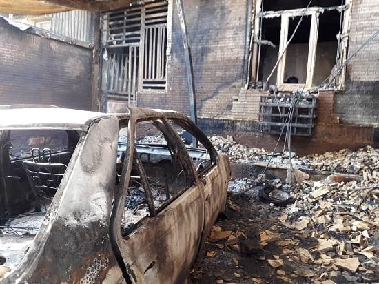 خودروی حامل بنزین یک خانه را به آتش کشید+عکس