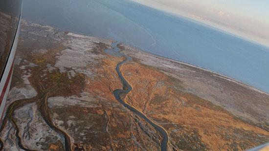 تصاویری از آبهای دو رنگ دریاچه ارومیه