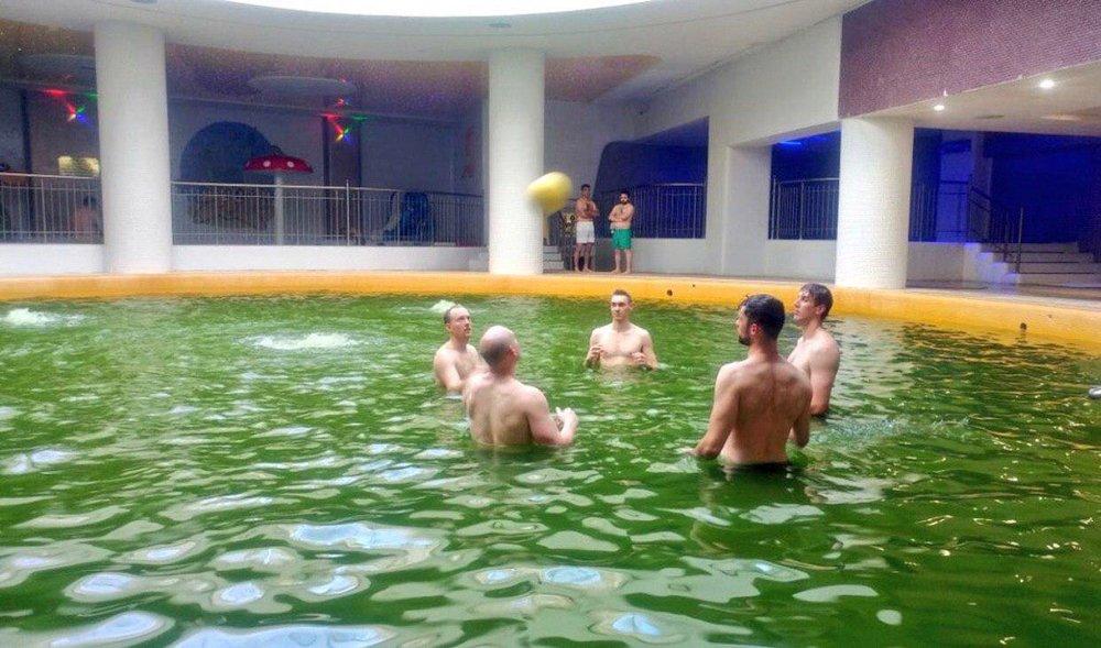 اعضای تیم ملی والیبال استرالیا در آبگرم سرعین + عکس