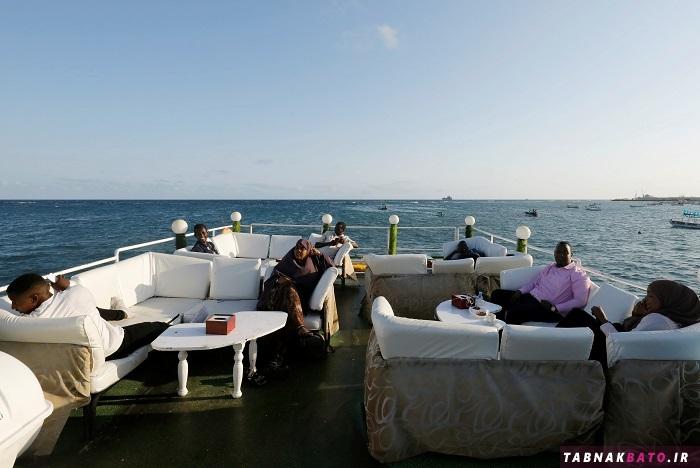 رستوران خطرناکی که در تیررس دزدان دریایی قرار دارد