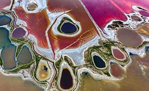 دریاچهای ۴۰ تکه با رنگهای متفاوت!