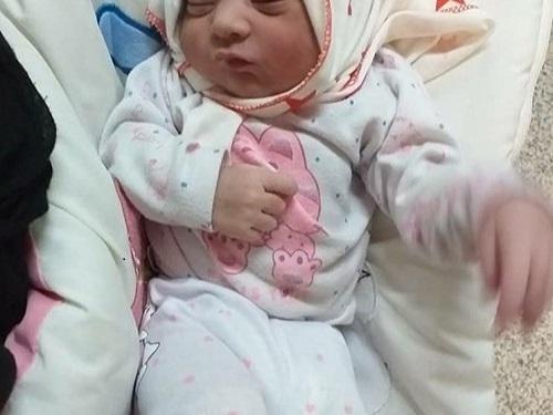تولد نوزاد مسجدسلیمانی ساعاتی پس از زلزله+عکس