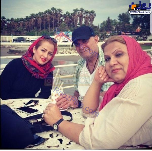 بازیگر طنز تلویزیون در کنار همسر و عروسش+عکس