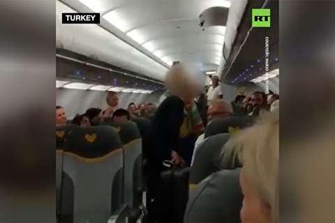 اخراج دو زن از هواپیما به دلیل توهین به سه مرد مسلمان