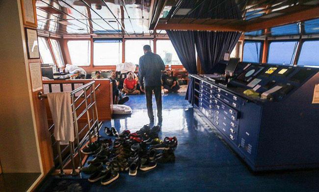 خدمه کشتی توقیف شده انگلیسی+عکس