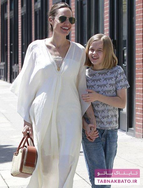 لباسهای پیاده روی آنجلینا جولی در یک روز آفتابی