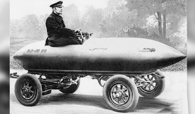 نخستین خودرو با سرعت بیش از ۱۰۰ کیلومتر در ساعت +عکس