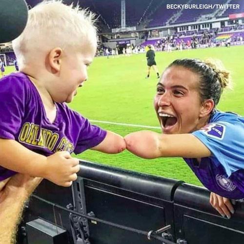 فوتبالیست زن که دنیا را تحت تاثیر قرار داد+عکس