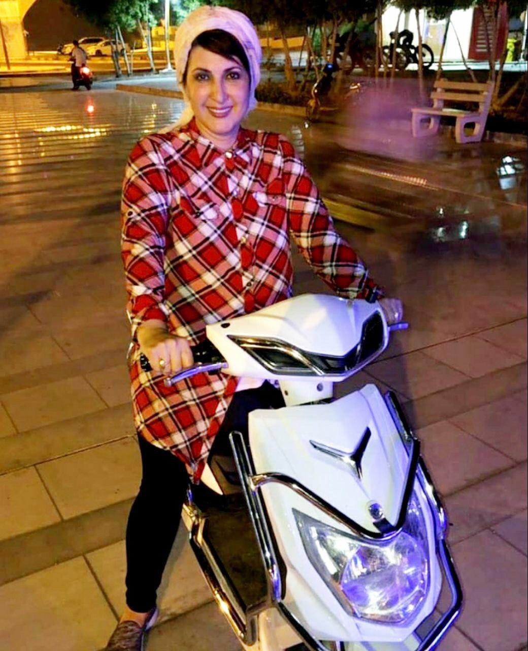 فاطمه گودرزی در حال موتورسواری در خیابان + عکس