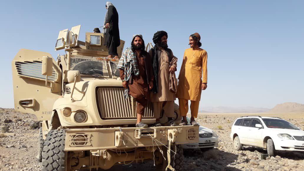 طالبان افغانستان خودروی زرهی آمریکایی را صاحب شدند + عکس