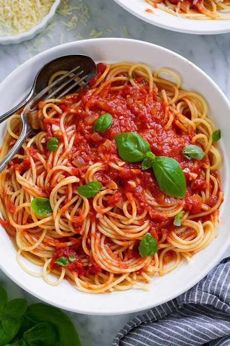 سس مارینارا خانگی برای اسپاگتی و انواع غذاها