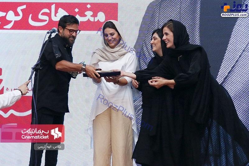 تلاش سه نفره خانم های بازیگر برای جایزه دادن به هومن سیدی+عکس