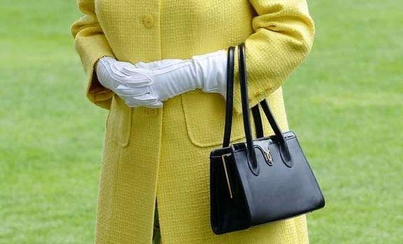 نویسنده خاندان سلطنتی انگلیس، محتویات کیف سیاه رنگ ملکه انگلیس را فاش کرد.