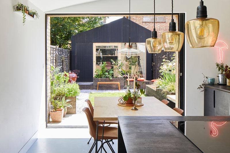 استودیو معماری کوچک و دنج به همراه حیاط خلوت