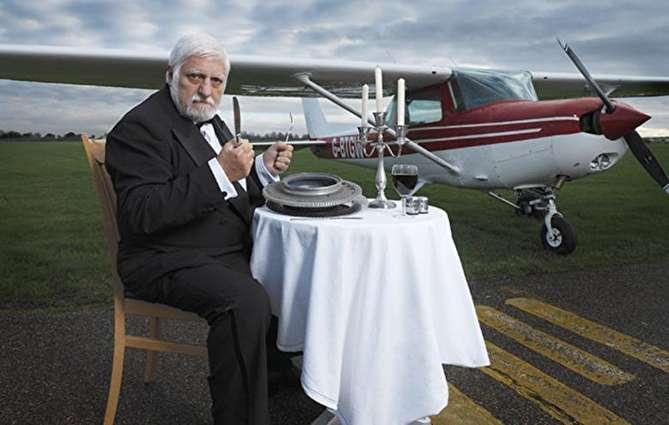 خوردن هواپیما در طول دو سال؛ عجیبترین رکورد گینس