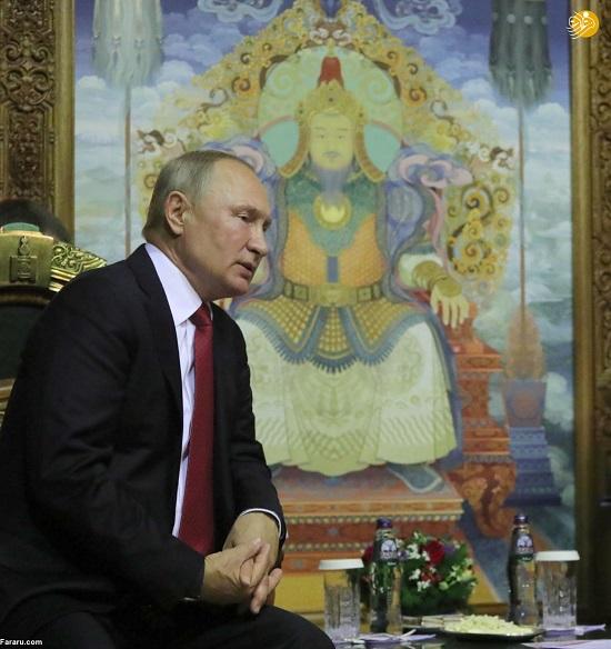 عکس چنگیزخان پشت سرِ پوتین